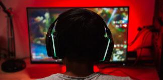 Jak wybrać uniwersalny monitor do pracy i rozrywki